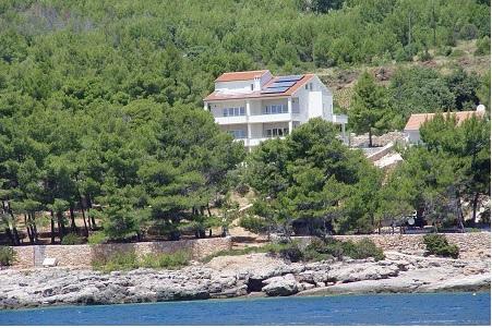 Kroatien/Insel Hvar: Casa Gorma Villa steht mit neun exklusiven Ferienapartments zum Verkauf